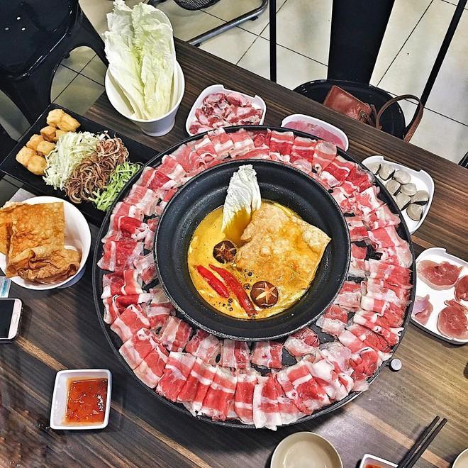Thời tiết Hà Nội mấy ngày này rất hợp để đi ăn một loạt món vừa cay vừa ấm nóng du nhập từ nước ngoài về - Ảnh 5.