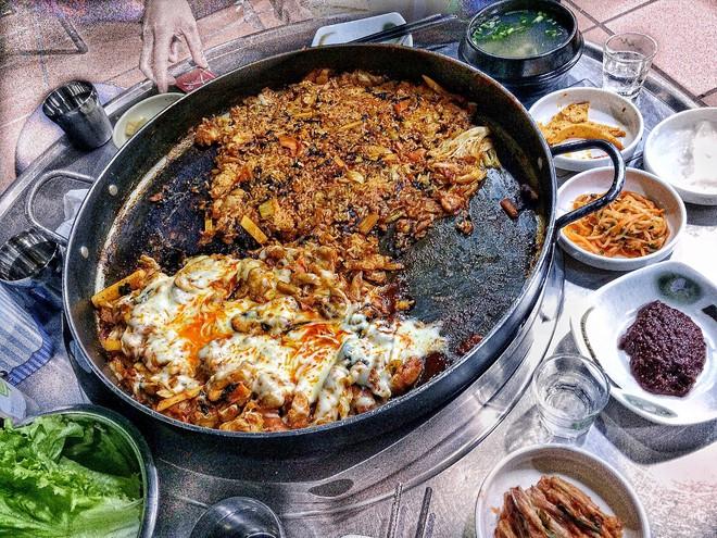 Thời tiết Hà Nội mấy ngày này rất hợp để đi ăn một loạt món vừa cay vừa ấm nóng du nhập từ nước ngoài về - Ảnh 1.
