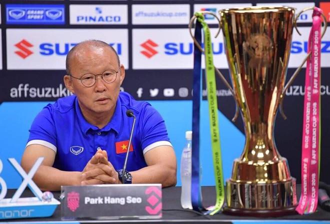 """HLV Park Hang-seo: Cầu thủ Malaysia chỉ trích học trò tôi là để khích tướng"""" - Ảnh 1."""