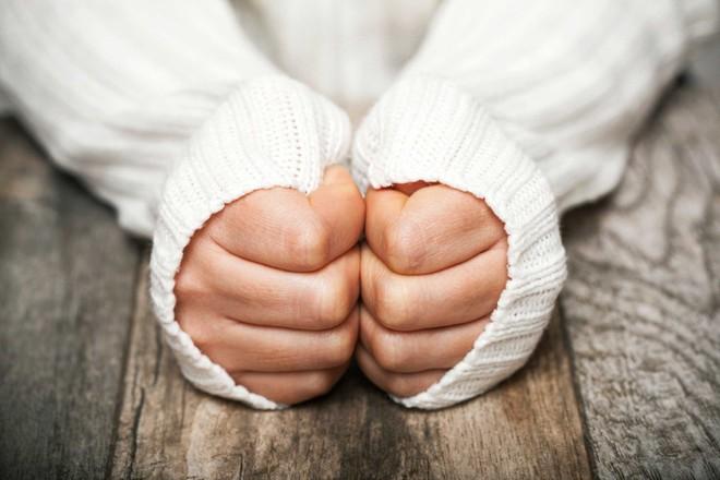 Tay chân lạnh cóng vào mùa đông và cách điều trị với Đại Phú An
