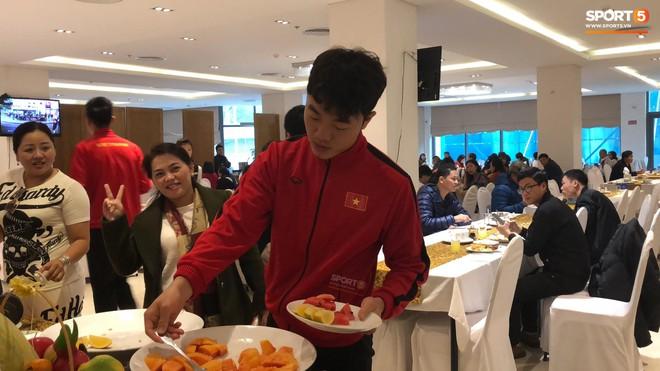 Bữa sáng giản dị của tuyển Việt Nam trước trận chung kết lịch sử - Ảnh 2.