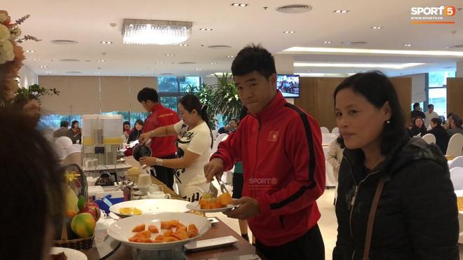 Bữa sáng giản dị của tuyển Việt Nam trước trận chung kết lịch sử - Ảnh 3.