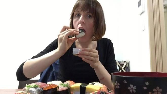Đầu bếp người Nhật nổi tiếng tiết lộ cách ăn sushi hoàn hảo nhất - Ảnh 3.