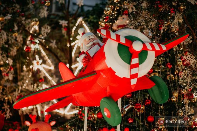 Trường ĐH con nhà giàu này là trường trang trí Noel đẹp nhất VN, có máy phun tuyết nhân tạo, tha hồ sống ảo - Ảnh 11.
