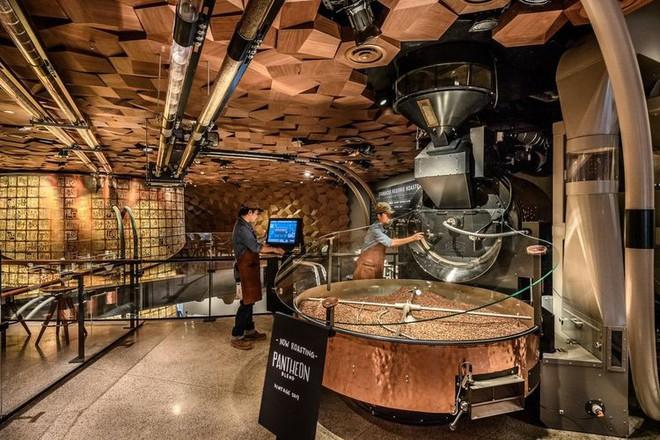 Bên trong cửa hàng Starbucks lớn nhất thế giới: điểm đến ao ước của mọi tín đồ cà phê - Ảnh 4.