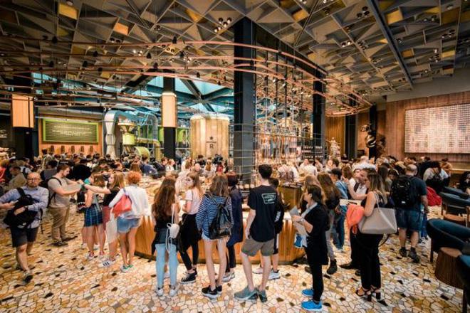 Bên trong cửa hàng Starbucks lớn nhất thế giới: điểm đến ao ước của mọi tín đồ cà phê - Ảnh 2.