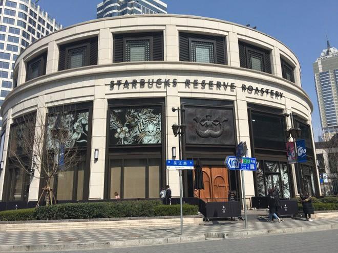Bên trong cửa hàng Starbucks lớn nhất thế giới: điểm đến ao ước của mọi tín đồ cà phê - Ảnh 1.