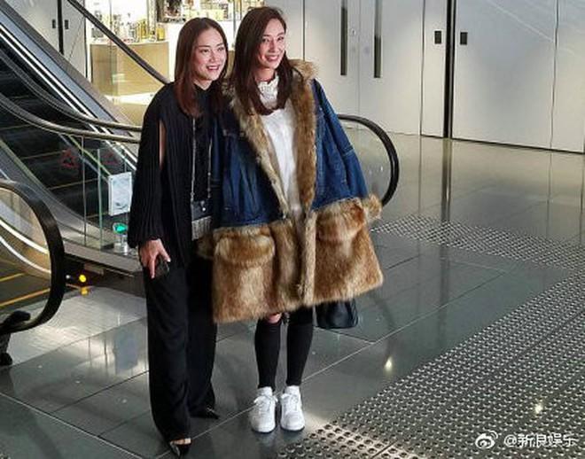 """Lễ đăng ký kết hôn của Chung Hân Đồng: Ông trùm quyền lực showbiz Hong Kong """"ra mặt"""" vì gà cưng - Ảnh 3."""