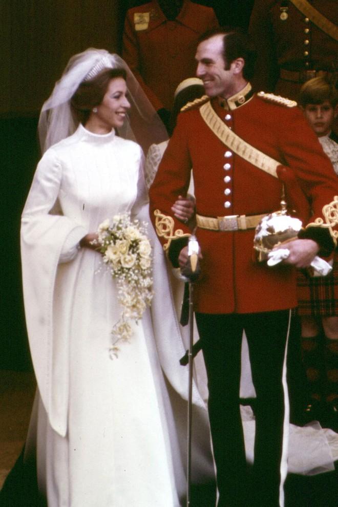 """Xét về độ """"chất"""" trong thời trang, chị em dâu Kate và Meghan còn phải chịu thua con gái duy nhất của Nữ hoàng Anh - Ảnh 4."""