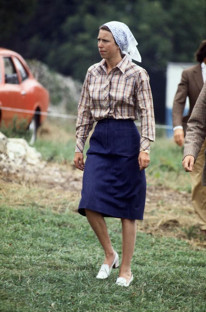 """Xét về độ """"chất"""" trong thời trang, chị em dâu Kate và Meghan còn phải chịu thua con gái duy nhất của Nữ hoàng Anh - Ảnh 5."""