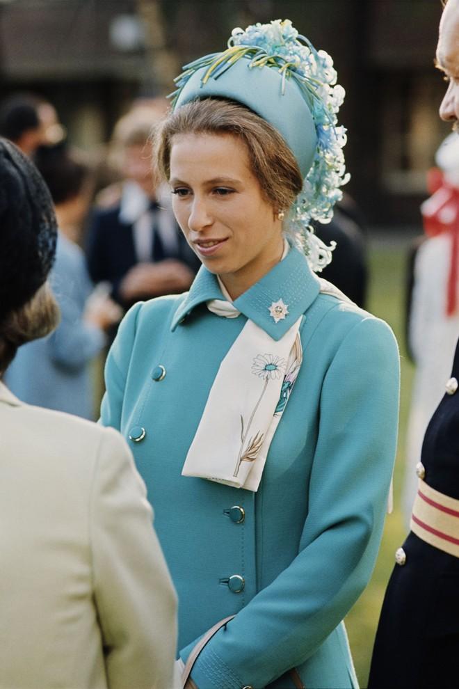 """Xét về độ """"chất"""" trong thời trang, chị em dâu Kate và Meghan còn phải chịu thua con gái duy nhất của Nữ hoàng Anh - Ảnh 1."""