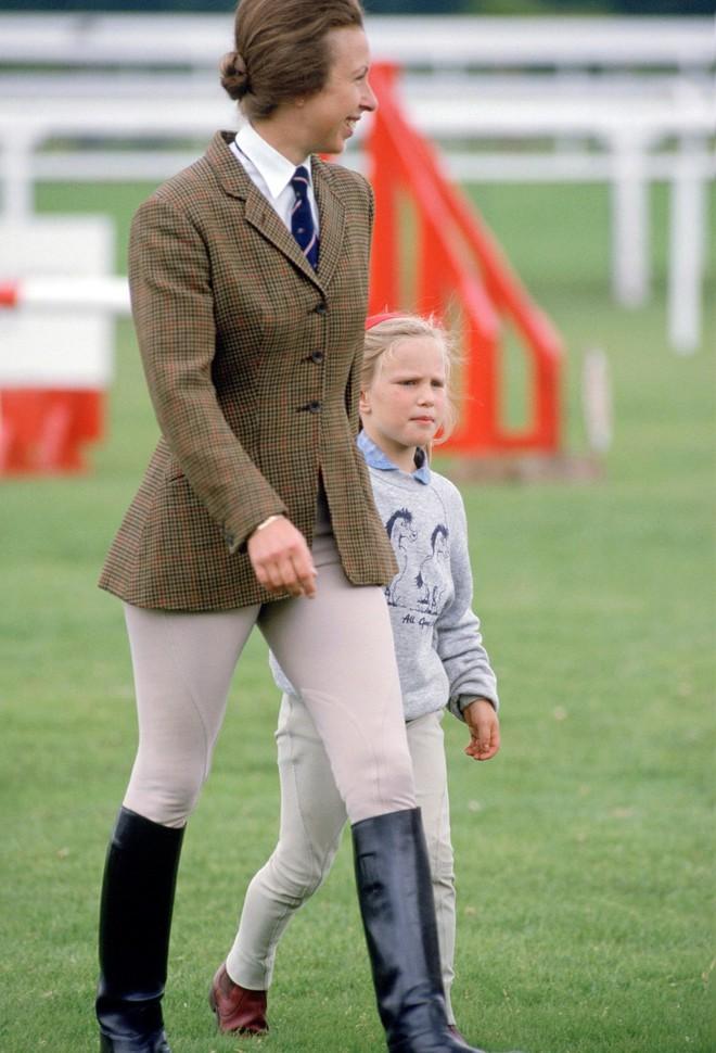 """Xét về độ """"chất"""" trong thời trang, chị em dâu Kate và Meghan còn phải chịu thua con gái duy nhất của Nữ hoàng Anh - Ảnh 2."""