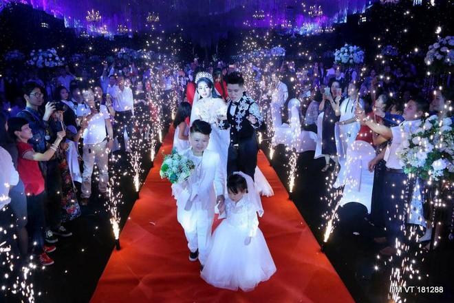 Siêu đám cưới 4 tỷ đồng ở Thái Nguyên: 13 năm bên nhau và niềm hạnh phúc sau bao sóng gió của cô dâu - Ảnh 5.