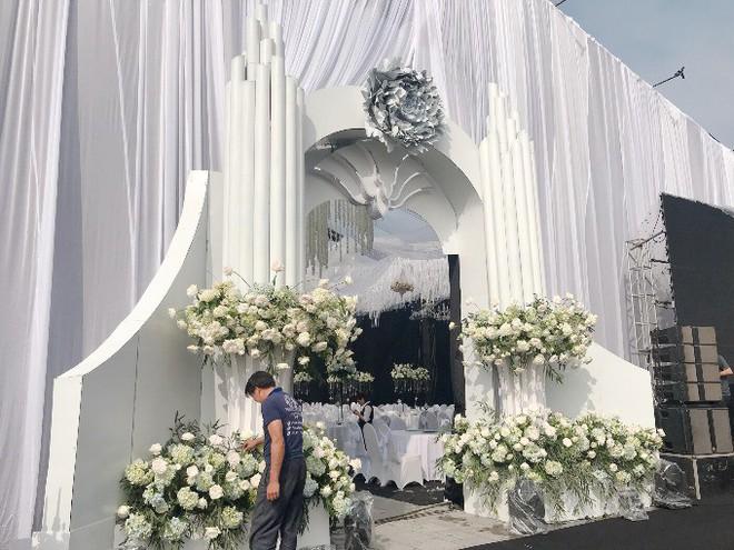 """""""Siêu đám cưới"""" trang trí hết 4 tỷ đồng ở Thái Nguyên: 13 năm bên nhau và niềm hạnh phúc sau bao sóng gió của cô dâu - Ảnh 3."""