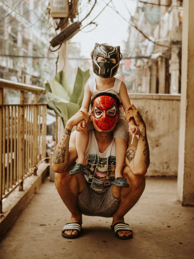 Cặp bố con Sài Gòn diện đồ đơn giản mà cool, hết hoá siêu anh hùng rồi lại thành bạn thân cưng ơi là cưng - Ảnh 7.