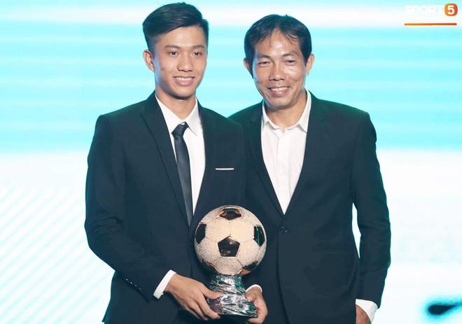 CHÍNH THỨC: Quang Hải giành quả bóng vàng Việt Nam 2018 ở tuổi 21 - Ảnh 4.