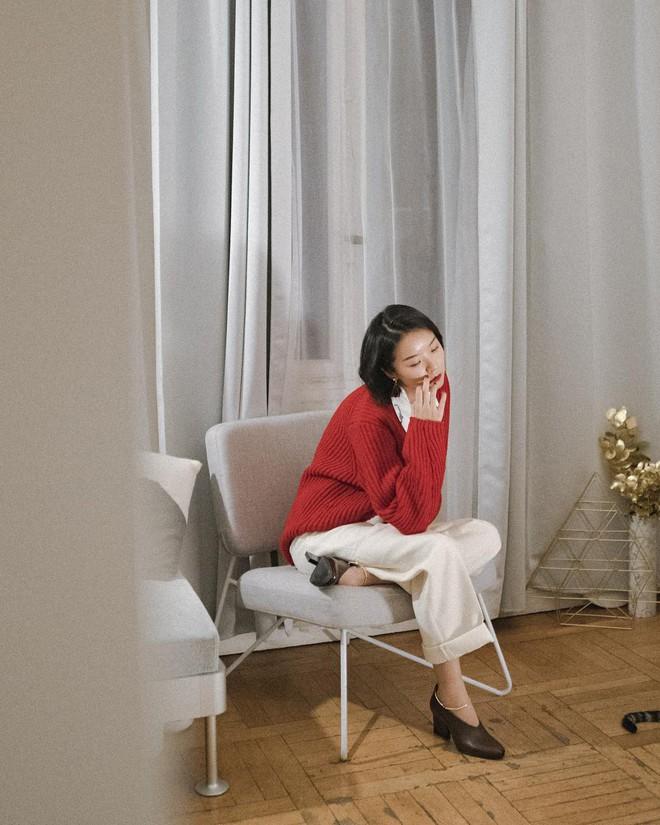 Mùa lễ hội, các nàng sẽ chẳng thể bỏ qua áo len màu mè cùng bí kíp diện vừa xinh lại nổi bần bật sau - Ảnh 4.