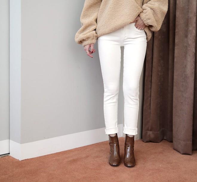 """Hãy tránh kiểu diện quần jeans + boots thấp cổ này nếu các nàng không muốn vóc dáng bị dìm """"tơi tả"""" - Ảnh 4."""