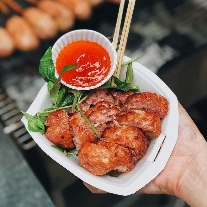 5 khu chợ chiều hội tụ đủ các món ăn vặt vừa ngon vừa rẻ ở Sài Gòn - Ảnh 4.