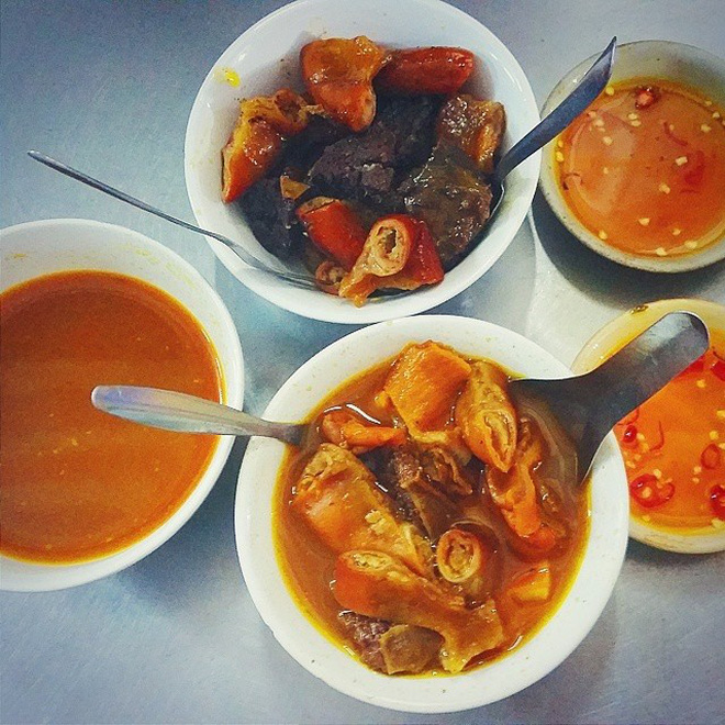 5 khu chợ chiều hội tụ đủ các món ăn vặt vừa ngon vừa rẻ ở Sài Gòn - Ảnh 2.