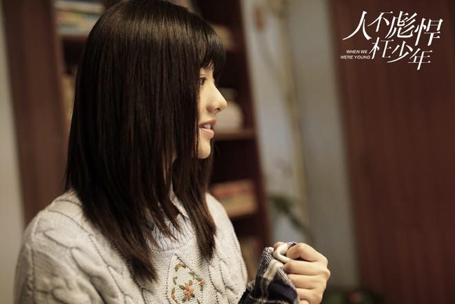 """Dàn sao """"Sống Không Dũng Cảm, Uổng Phí Thanh Xuân"""": Nàng hồn nhiên hết cỡ, chàng hớp hồn fan vì tính tình ấm áp - Ảnh 14."""