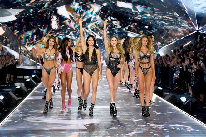Victorias Secret Fashion Show 2018 ế ẩm, rating thấp kỷ lục dù được quảng cáo là show diễn tham vọng nhất từ trước đến nay - Ảnh 1.