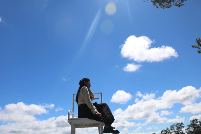 """Đà Lạt xuất hiện """"ghế săn mây"""" để chụp ảnh sống ảo, không hổ danh là nơi đi hoài chẳng chán - Ảnh 3."""