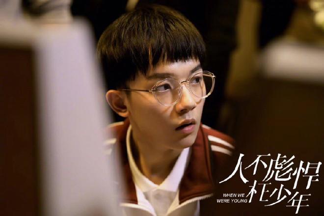 """Dàn sao """"Sống Không Dũng Cảm, Uổng Phí Thanh Xuân"""": Nàng hồn nhiên hết cỡ, chàng hớp hồn fan vì tính tình ấm áp - Ảnh 12."""
