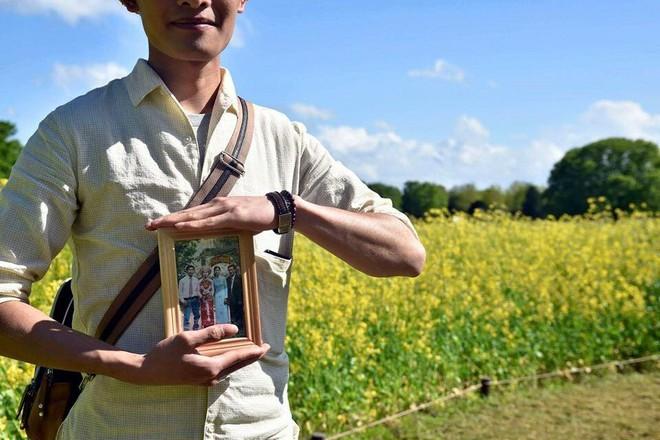 Chàng du học sinh Nhật mang di ảnh bố mẹ đi khắp thế gian: Ba má ơi, mình đi đâu tiếp? - Ảnh 4.