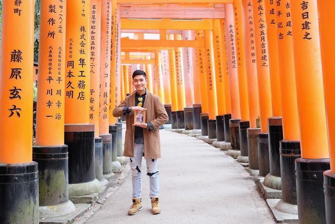 Chàng du học sinh Nhật mang di ảnh bố mẹ đi khắp thế gian: Ba má ơi, mình đi đâu tiếp? - Ảnh 1.