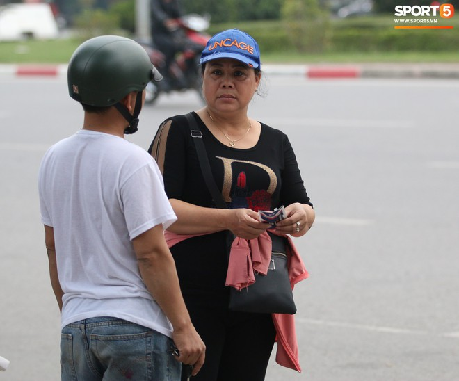 Vé chợ đen tăng phi mã trước trận bán kết AFF Cup 2018 Việt Nam đấu Philippines - Ảnh 2.