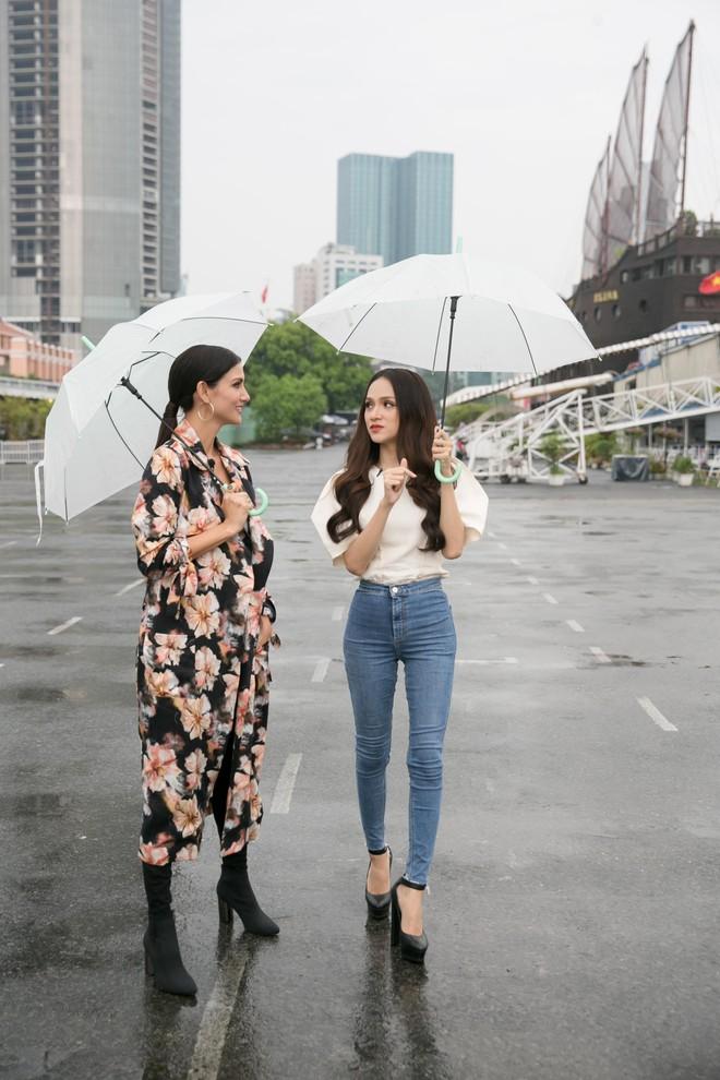 Hương Giang tái ngộ Chị Đại Asias Next Top Model tại TP.HCM - Ảnh 2.
