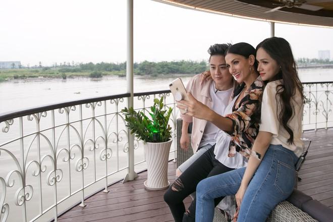 Hương Giang tái ngộ Chị Đại Asias Next Top Model tại TP.HCM - Ảnh 3.