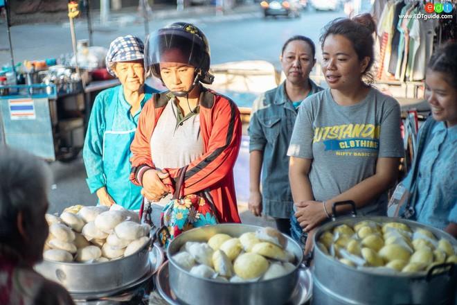 Mách bạn 10 điểm ăn vặt nhìn là thèm không thể bỏ qua khi đến Hua Hin (Thái Lan) - Ảnh 1.