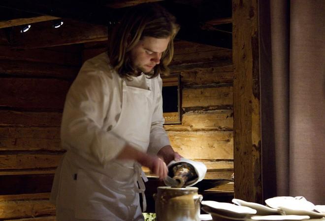 Một trong những nhà hàng ngon nhất thế giới lại nằm ở vùng hẻo lánh, nhiệt độ - 40 độ C và muốn ăn thì phải đặt chỗ trước vài tháng - Ảnh 1.