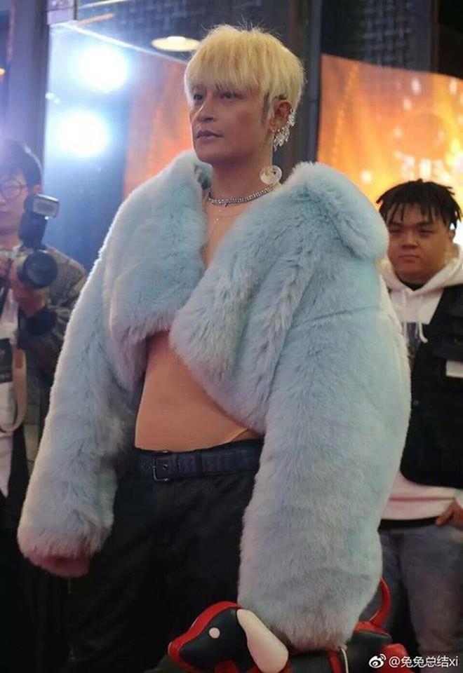"""Sao Cbiz lỗi thời: """"Đường Tăng"""" đi hát hội chợ kiếm tiền, """"Nhĩ Thái"""" kéo fame bằng hình ảnh gây sốc - Ảnh 5."""