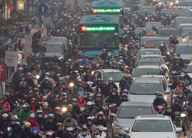 Hà Nội: Tắc nghẽn kinh hoàng làm tê liệt nhiều tuyến đường ngày cận Tết 3