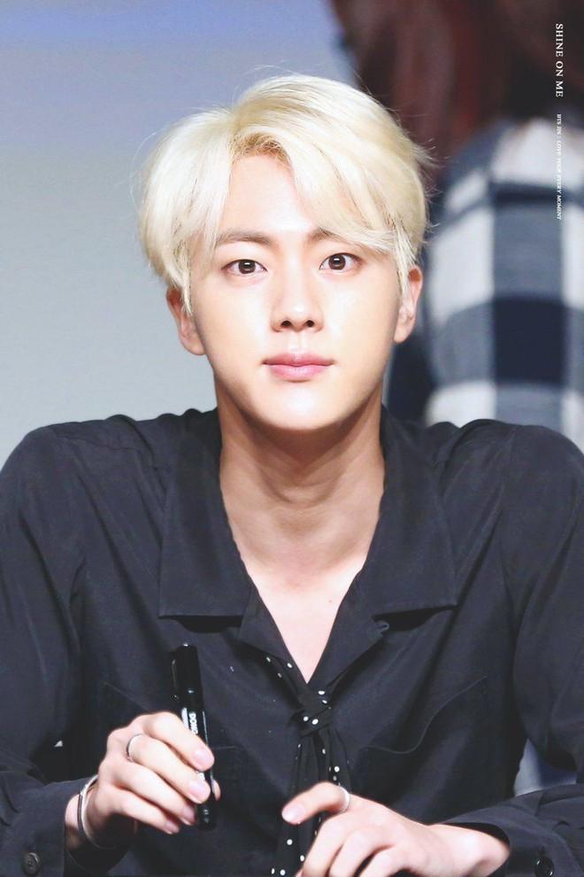Đây là lý do tại sao người đồng tính Hàn Quốc điên cuồng vì mỹ nam hoàng tử của BTS - Ảnh 1.