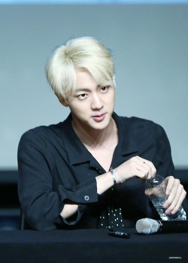Đây là lý do tại sao người đồng tính Hàn Quốc điên cuồng vì mỹ nam hoàng tử của BTS - Ảnh 3.