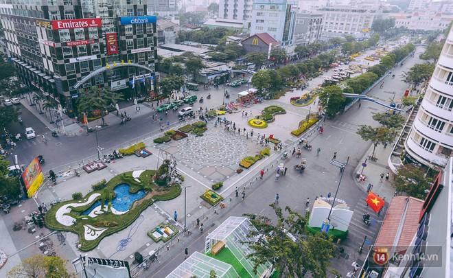 Toàn cảnh đường hoa Nguyễn Huệ nhìn từ trên cao.