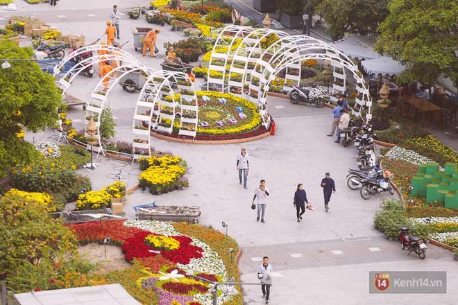 Chùm ảnh: Đường hoa Nguyễn Huệ đang được gấp rút hoàn thành trước ngày khai mạc - Ảnh 6.