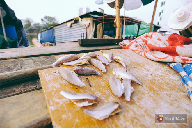Tết bình dị của người dân xóm chài lênh đênh giữa Sài Gòn: Mâm cỗ đơn giản chỉ với mấy con cá khô - Ảnh 6.