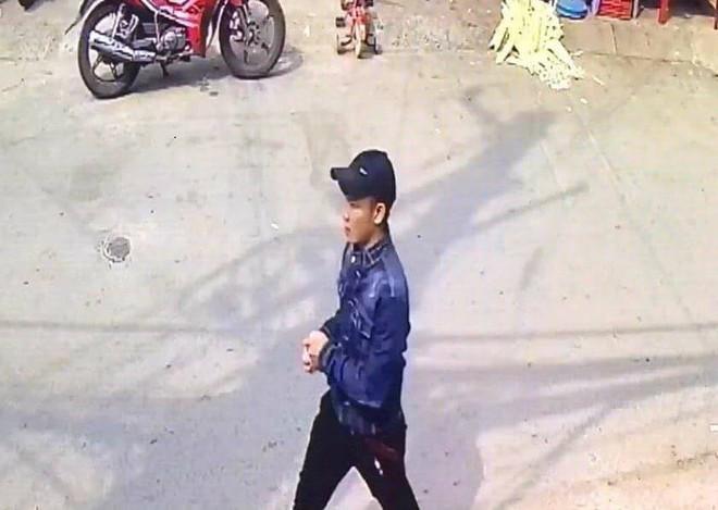 Trích xuất camera hé lộ chân dung nghi phạm sát hại cô gái 23 tuổi trong tiệm thuốc ở TP.HCM - Ảnh 2.