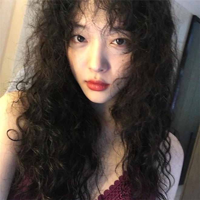 Seolhyun đổi tóc xù mì giống Sulli, nhưng liệu có xinh bằng Sulli không thì còn phải bàn - Ảnh 6.