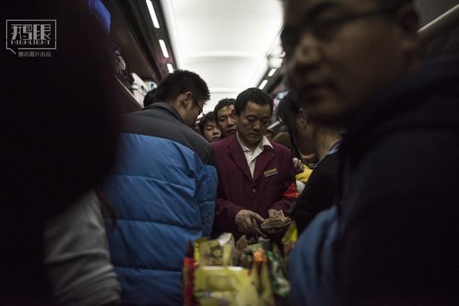 Những chuyến tàu cuối cùng về quê mùa Tết: Hành trình dài 26 tiếng từ Bắc Kinh về Thành Đô - Ảnh 13.