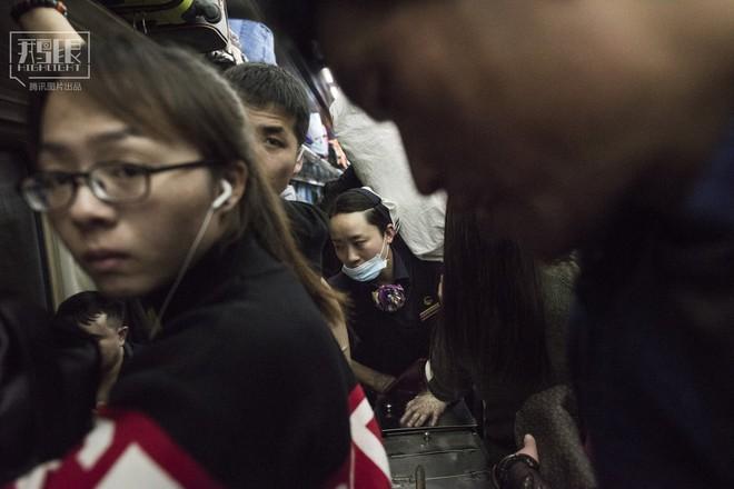 Những chuyến tàu cuối cùng về quê mùa Tết: Hành trình dài 26 tiếng từ Bắc Kinh về Thành Đô - Ảnh 14.