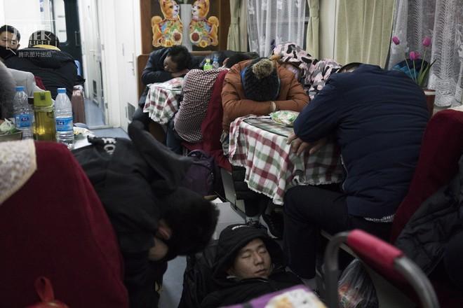Những chuyến tàu cuối cùng về quê mùa Tết: Hành trình dài 26 tiếng từ Bắc Kinh về Thành Đô - Ảnh 16.
