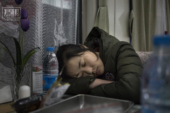 Những chuyến tàu cuối cùng về quê mùa Tết: Hành trình dài 26 tiếng từ Bắc Kinh về Thành Đô - Ảnh 17.