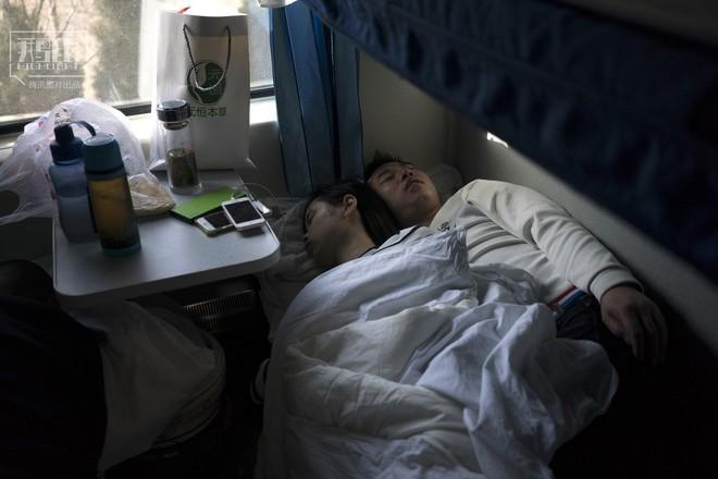 Những chuyến tàu cuối cùng về quê mùa Tết: Hành trình dài 26 tiếng từ Bắc Kinh về Thành Đô - Ảnh 19.