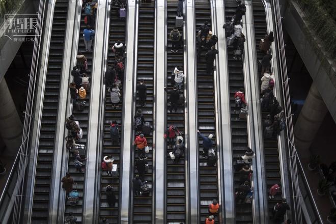 Những chuyến tàu cuối cùng về quê mùa Tết: Hành trình dài 26 tiếng từ Bắc Kinh về Thành Đô - Ảnh 3.